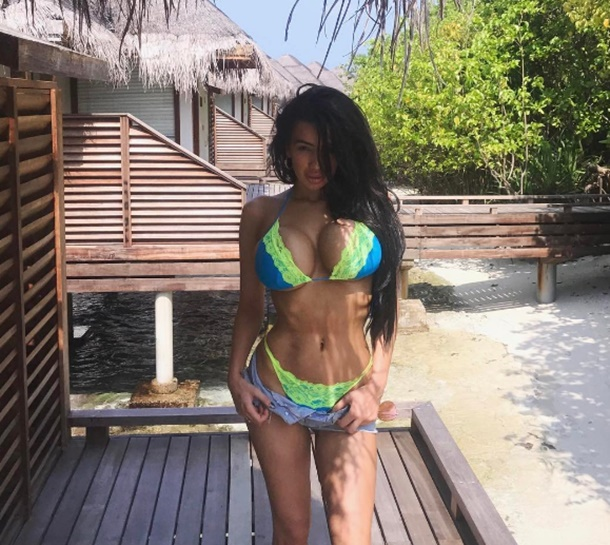 Chloe Khan, Maldivler tatilinde